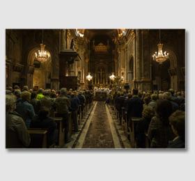Dopo l´ingresso della statua nella chiesa parrocchiale viene concelebrata la la S. Messa ‑ Santuario Piemontese della Vergine Maria